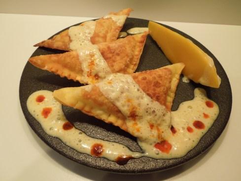 Hummus-Ravioli mit Mango-Joghurtschaum
