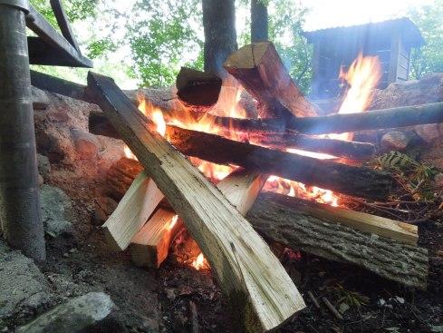 Alles beginnt mit einem schönen Feuer