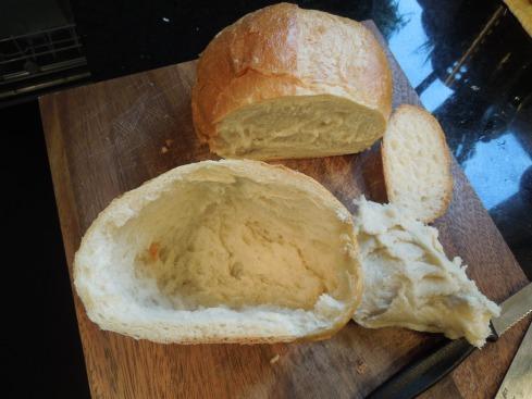 Brotlaibe aushöhlen